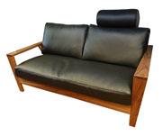 高級木材ウォールナット材をふんだんに使用した日本製高級ソファ