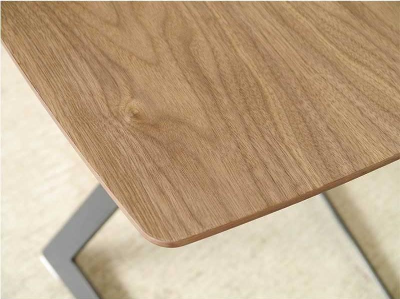 平で便利で作業机にも使えるソファテーブル