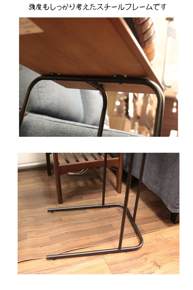 小さくて安くて軽くて便利なサイドテーブルソファ横
