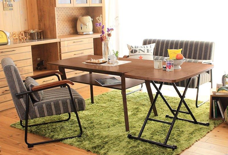 動かしやすいキャスター付き昇降テーブル
